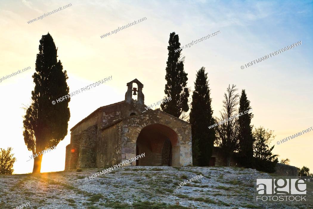 Imagen: The historic Chapelle Sainte Sixte at sunrise, Provence, France, Europe.
