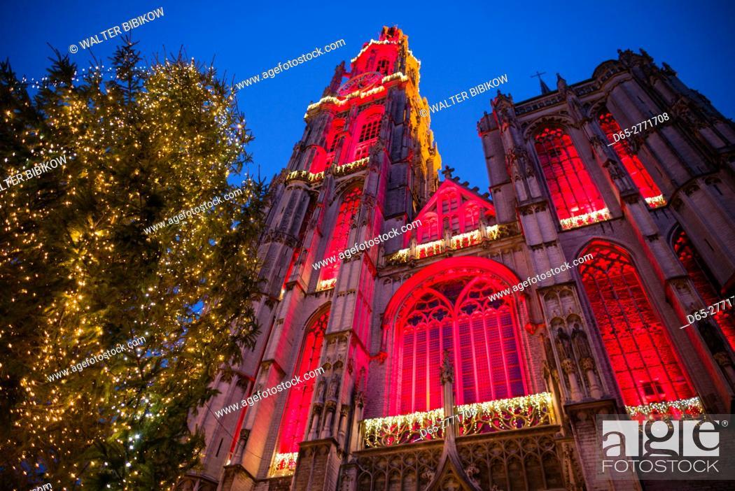 Photo de stock: Belgium, Antwerp, Groenplaats, Onze-Lieve-Vrouwekathedraal cathedral, winter, dusk.