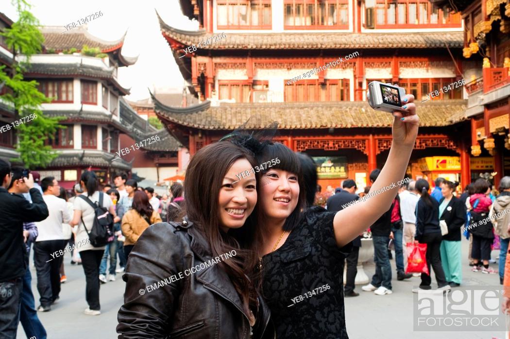 Stock Photo: Tourists taking their own photograph at Yu Yuan Garden, Huangpu District, Shanghai, China, Asia  MR.