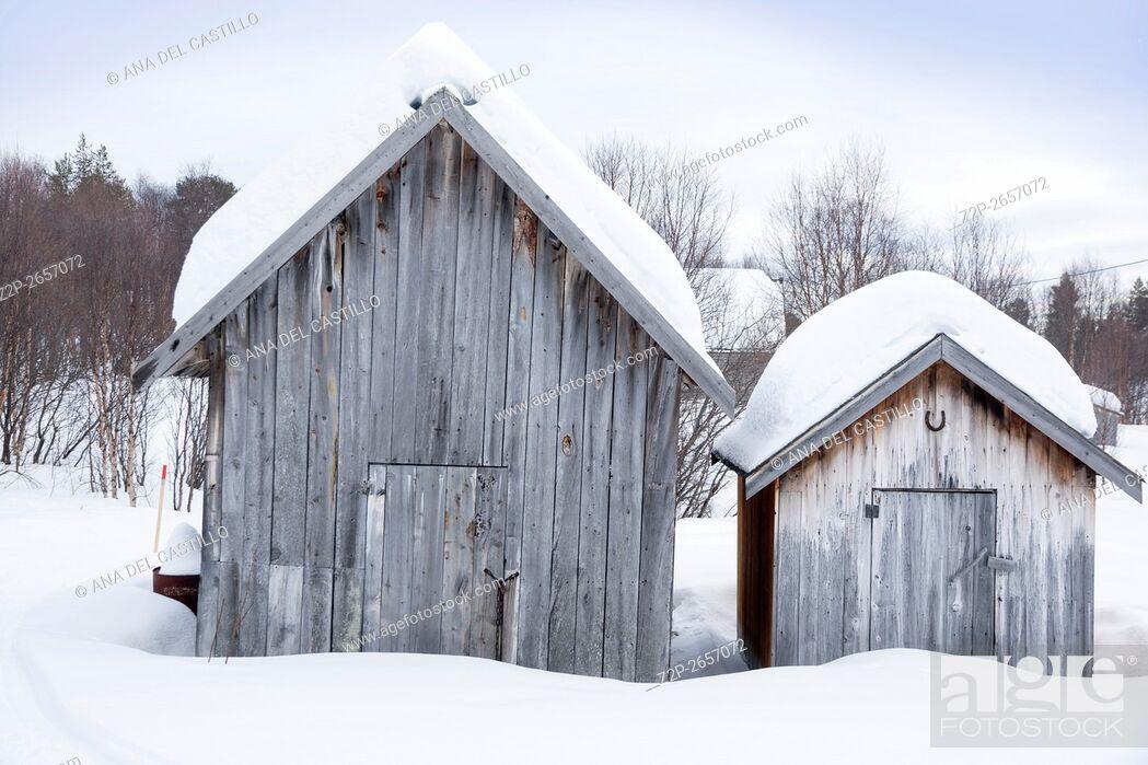 Imagen: Winter landscape wooden houses Kirkenes North of Norway.