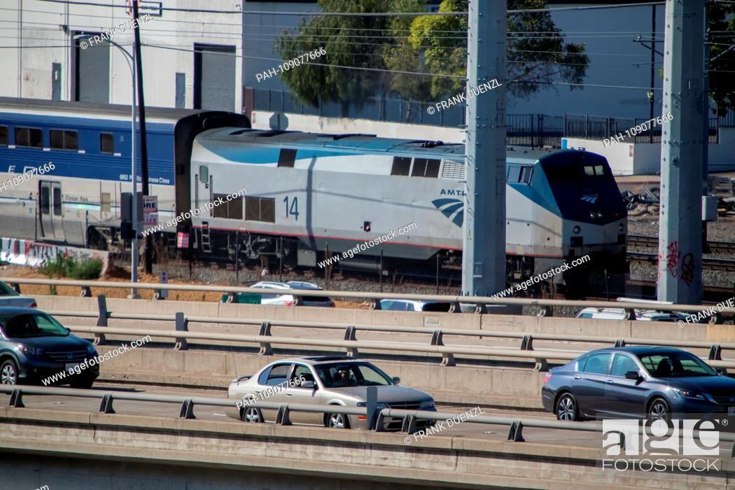 Stock Photo: Pacific Surfliner next to the traffic on the old Pacific Highway in San Diego, in June 2018. | usage worldwide. - San Diego/Kalifornien/United States of America.