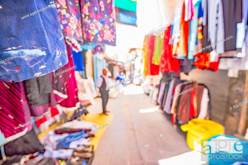 Imagen: View of a bazaar with lots traditional clothes on foreground for sale in Mardin,Turkey.
