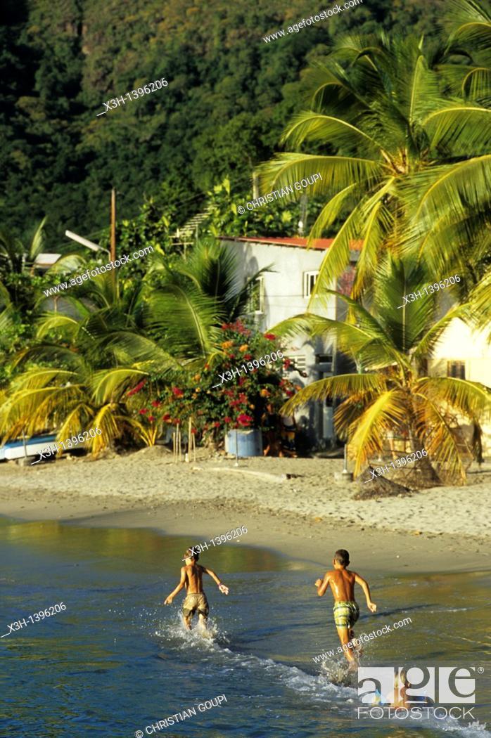 Stock Photo: enfants courant sur la plage Les Anses-d'Arlet Ile de la Martinique Departement et Region d'Outremer francais Archipel des Antilles Caraibes//children running.