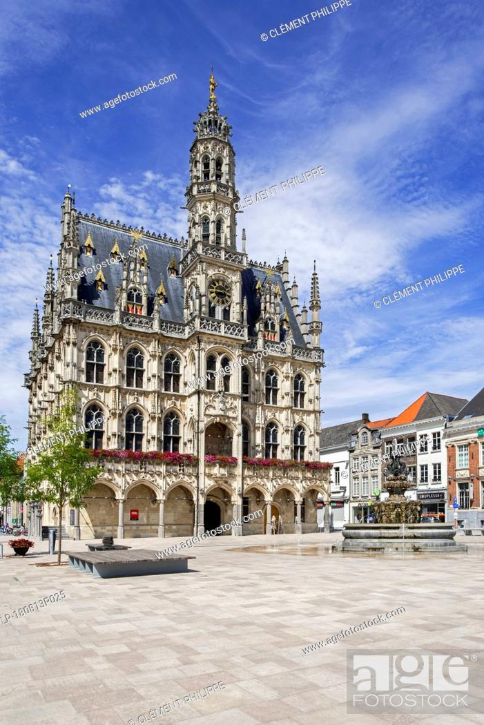 Stock Photo: 16th century town hall / city hall and belfry of Oudenaarde in Flamboyant Gothic style, East Flanders, Belgium.