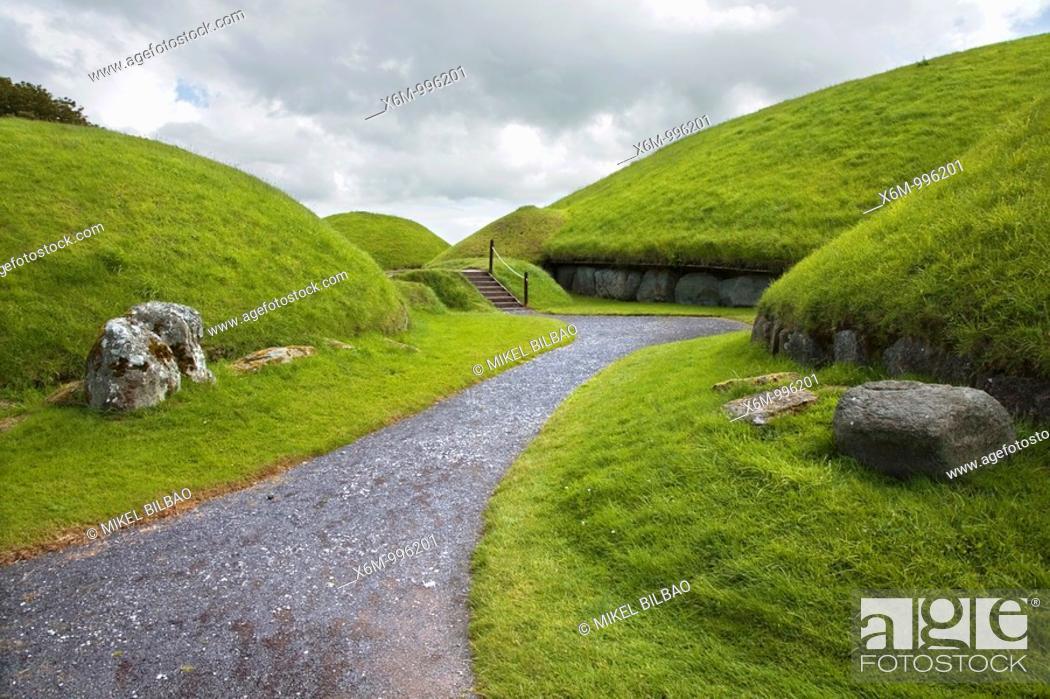 Stock Photo: Knowth passage tomb Brú na Bóinne  Meath County, Ireland.