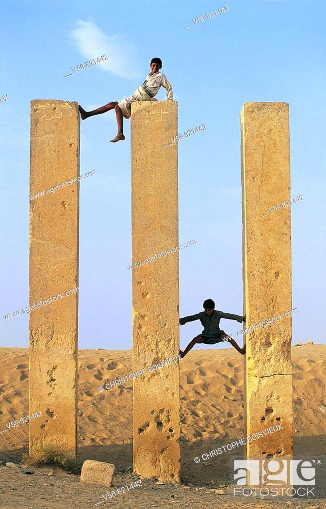 Stock Photo: CHILDREN CLIMBING MAHRAM BILKIS TEMPLE, MARIB, YEMEN.