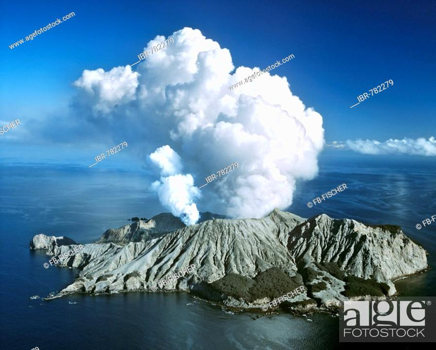 Stock Photo: White Island, volcanic eruption, Bay of Plenty, North Island, New Zealand.