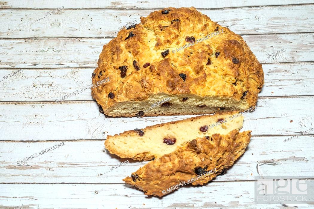 """Photo de stock: Soda bread is a variety of quick bread traditionally made in a variety of cuisines in which sodium bicarbonate (otherwise known as """"""""baking soda""""""""."""