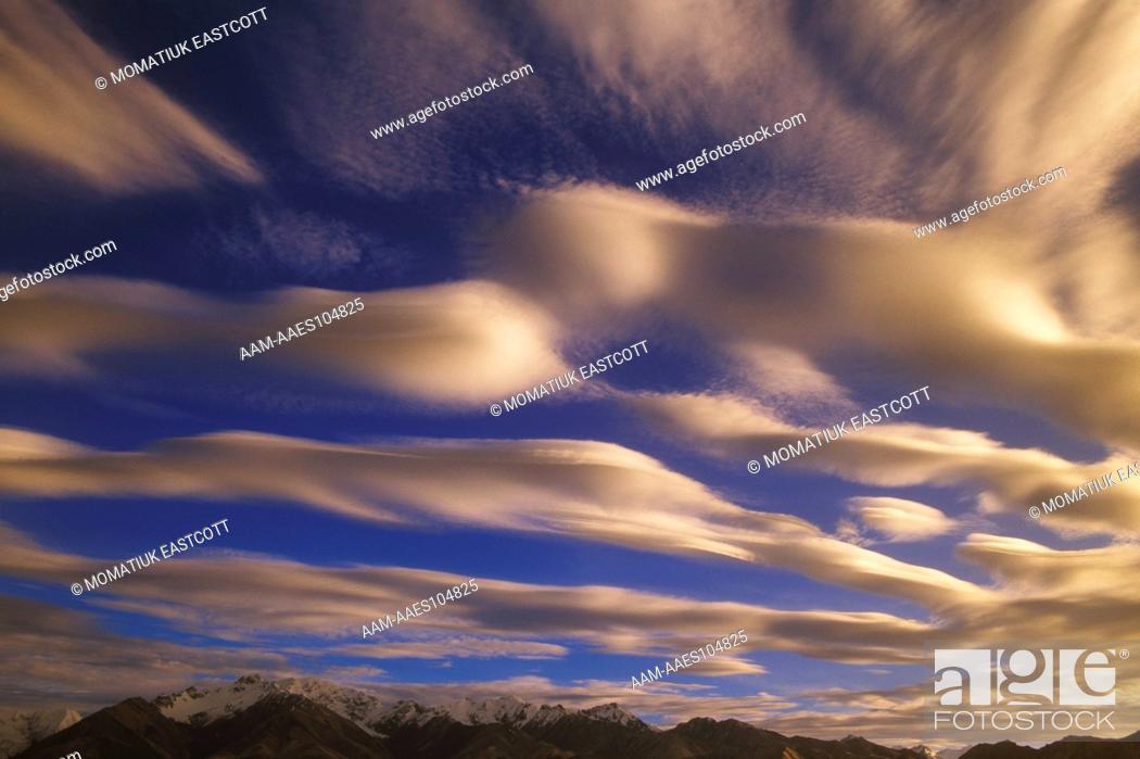 Photo de stock: Clouds Altocumulus Alaska Range in Autumn, Denali National Park, AK.