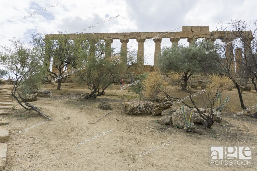 Imagen: The Temple of Juno in the Valley of the Temples at Agrigento, Sicily, Italy.