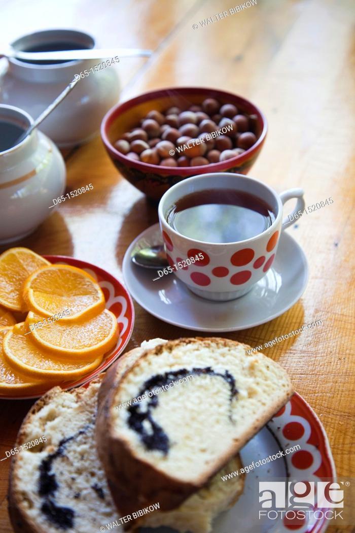 Stock Photo: Russia, Black Sea Coast, Sochi-area, Dagomys, traditional Russian tea house, tea and bread.