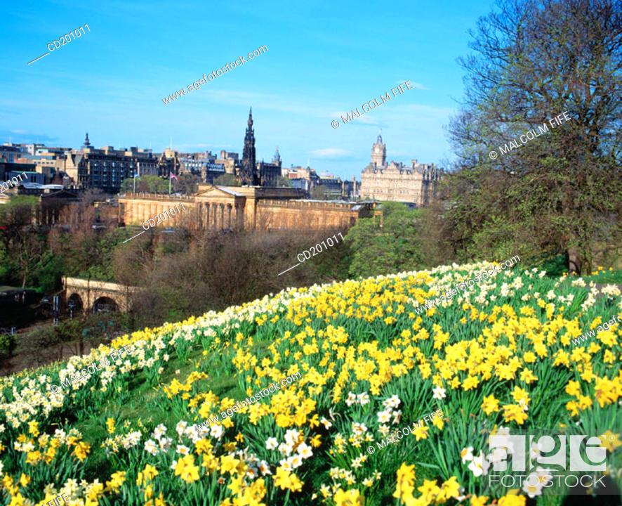 Stock Photo: Castle hill and the Mound. Edinburgh. Scotland.