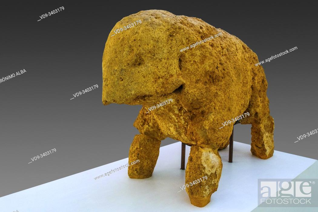 Imagen: Elephant sculpture, tomb of the elephant. Roman necropolis, archaeological site of Carmona. Sevilla province. Southern Andalusia, Spain. Europe.