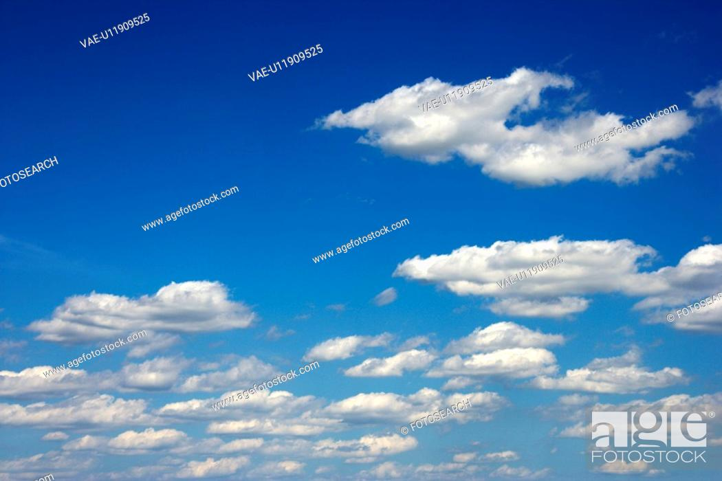 Stock Photo: Peaceful clouds in blue sky.