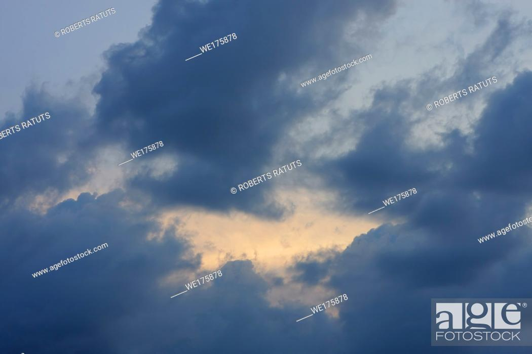 Imagen: Clouds and sky image collection - taken in different periods from one sight.