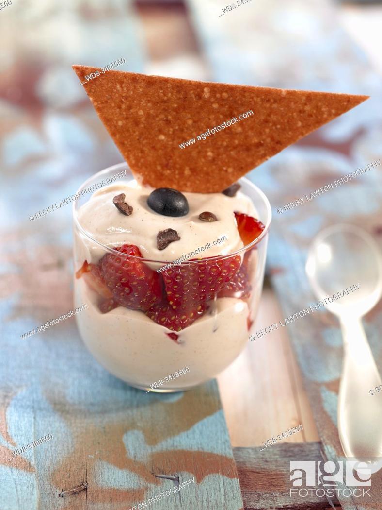 Stock Photo: crema de vainilla y fresa / vanilla and strawberry cream.