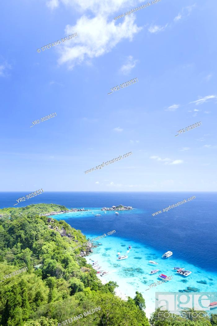 Imagen: View of Ko Miang or island Nr. 4, Mu Ko Similan national park, Phang Nga province, Thailand.