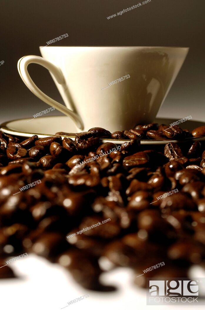 Imagen: Cup and coffee beans.