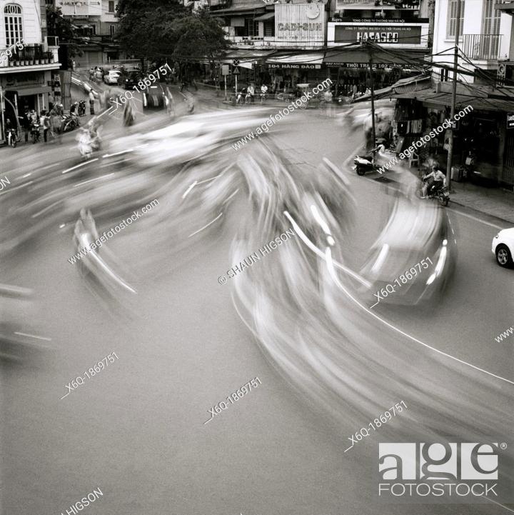 Imagen: A street scene in Hanoi in Vietnam in Southeast Asia Far East.