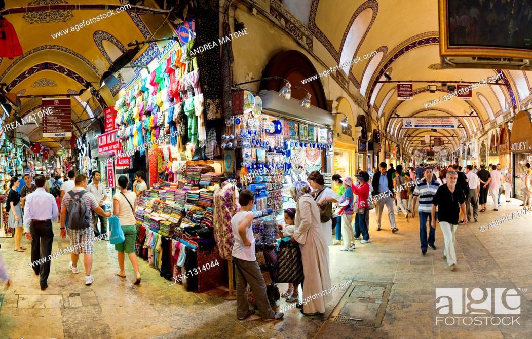 Photo de stock: Inside the Grand Bazaar Kapalicarsi Istanbul Turkey.