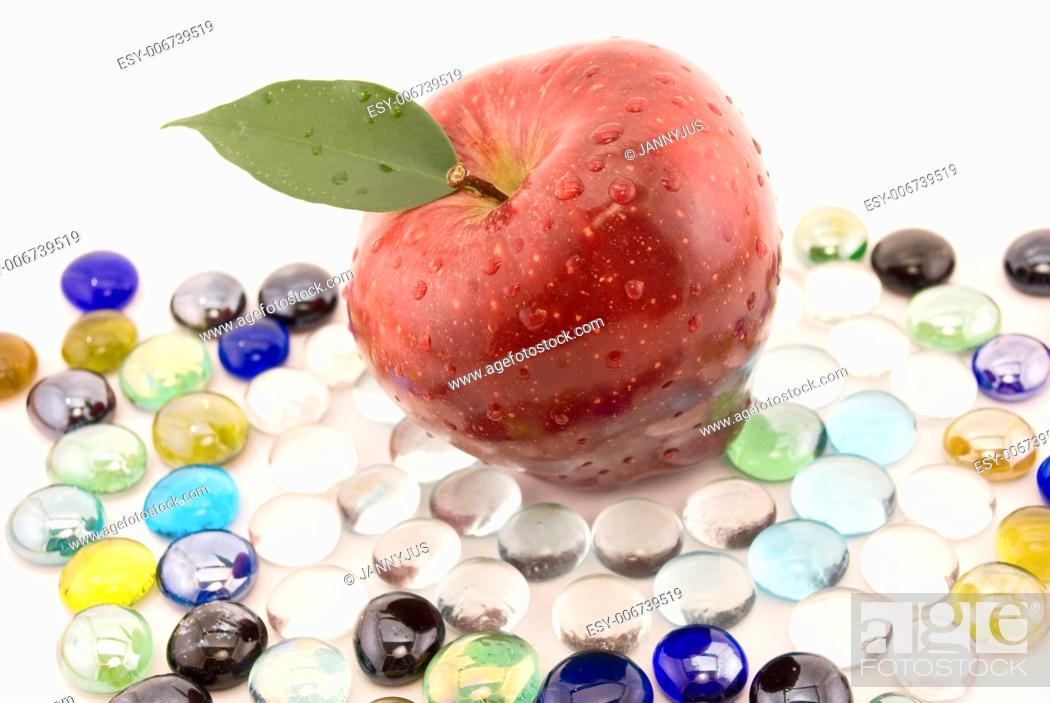 Imagen: apple isolated on white.