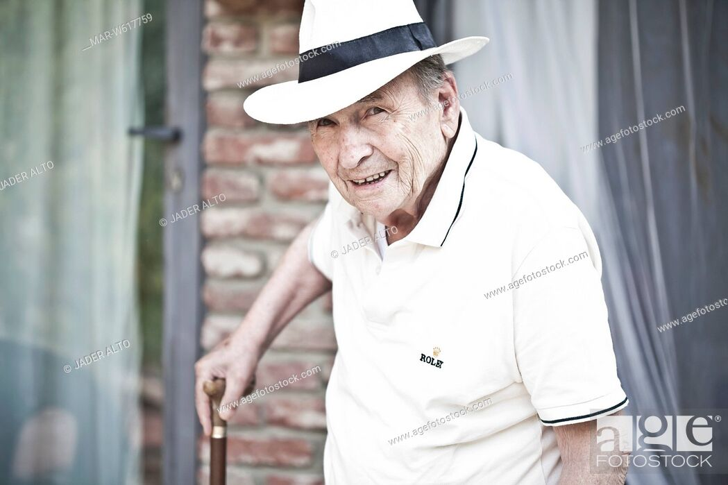 Stock Photo: uomo anziano.