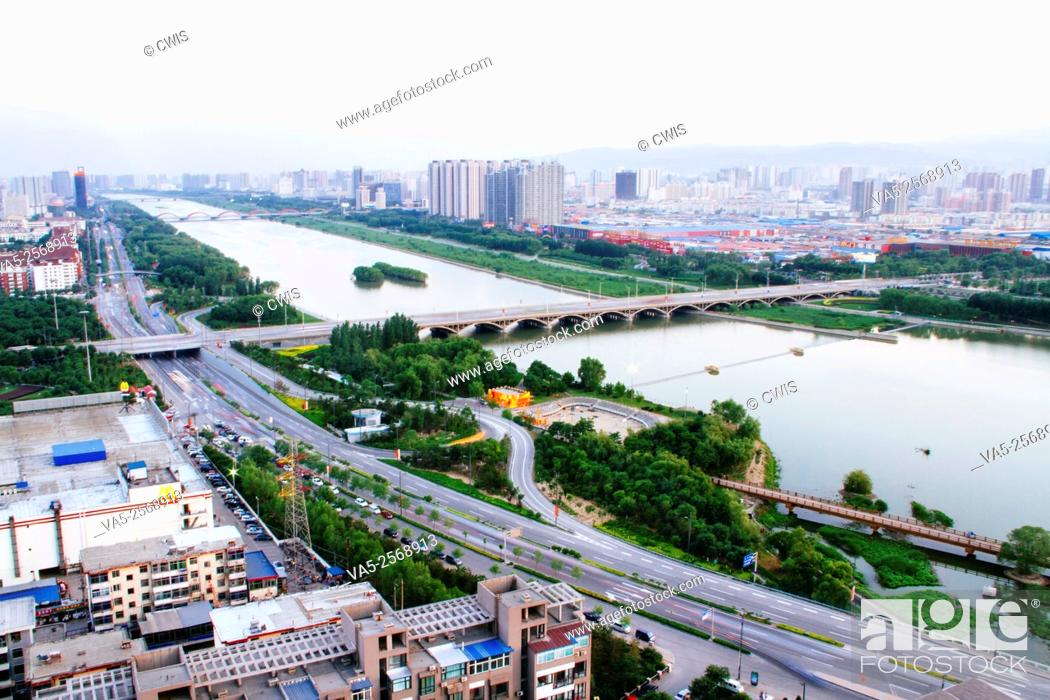 Imagen: Taiyuan, Shanxi province, China - Panorama view of Taiyuan city in the daytime.