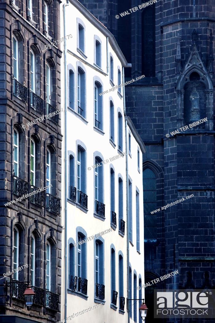 Stock Photo: France, Puy-de-Dome Department, Auvergne Region, Clermont-Ferrand, Place de la Victoire, buildings.