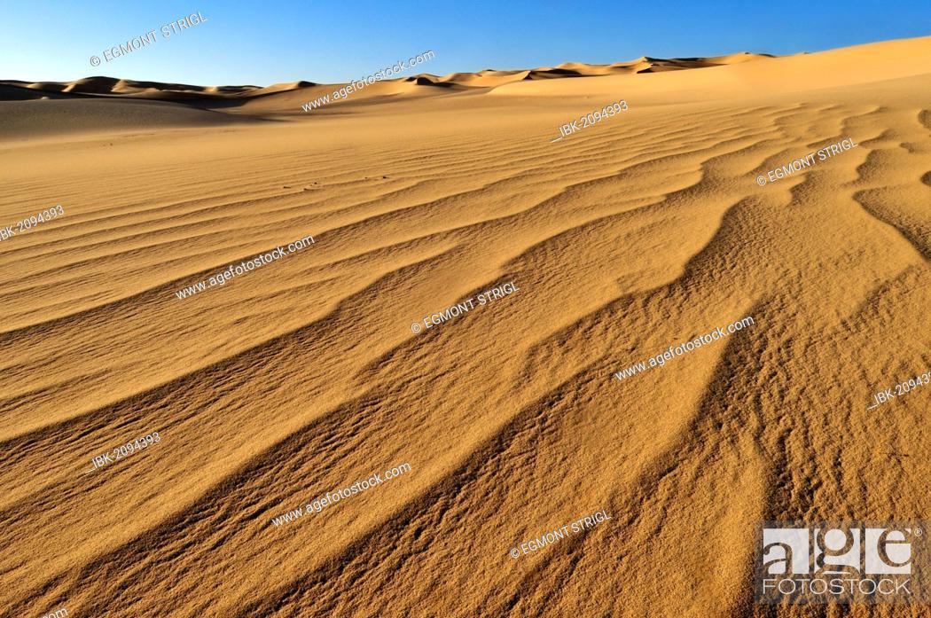 Stock Photo: Small erg or sand dunes near Tehenadou, Adrar n'Ahnet, Adrar Ahnet, Algeria, Sahara, North Africa.