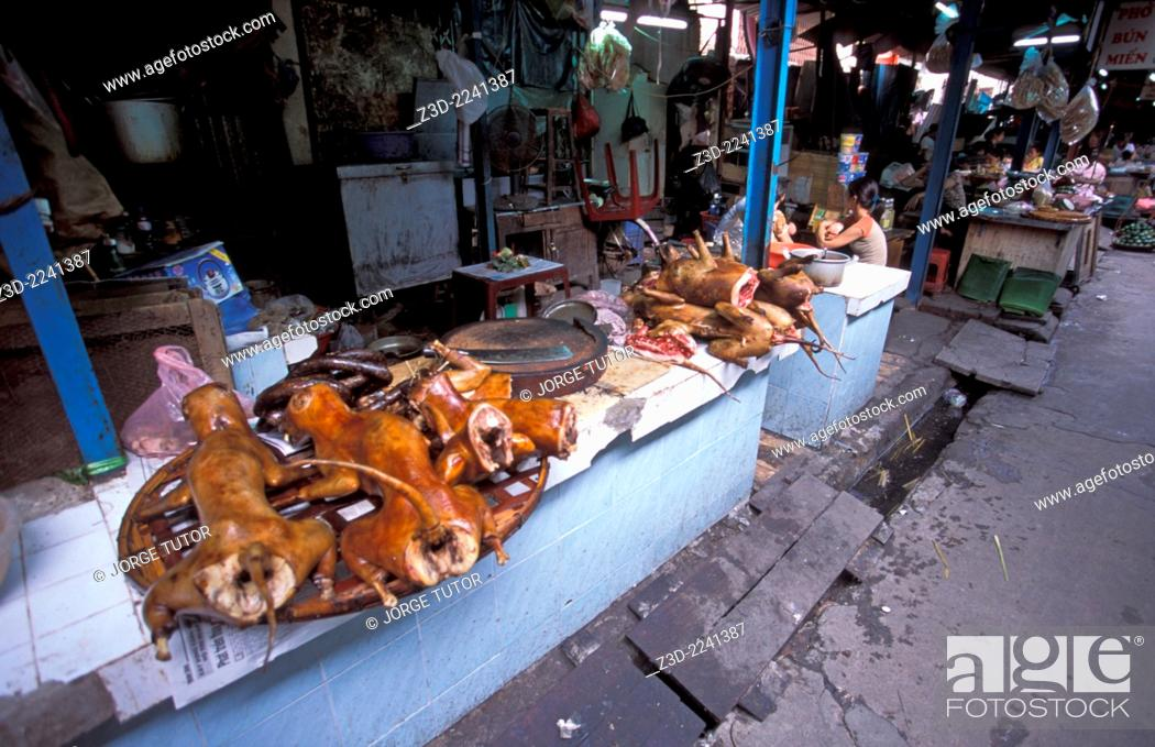 Imagen: Cooked dog meat for sale in a street market Hanoi Vietnam.
