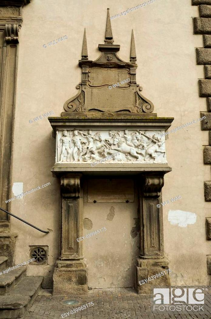 Stock Photo: Stele rappresentante la bella Galiana situata in Piazza del plebiscito.