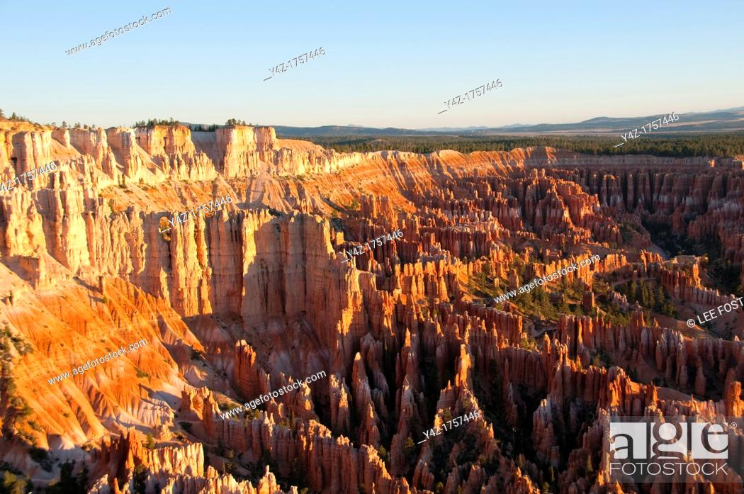 Stock Photo: USA, Utah, dawn light on landscape at Bryce Point in Bryce Canyon National Park.