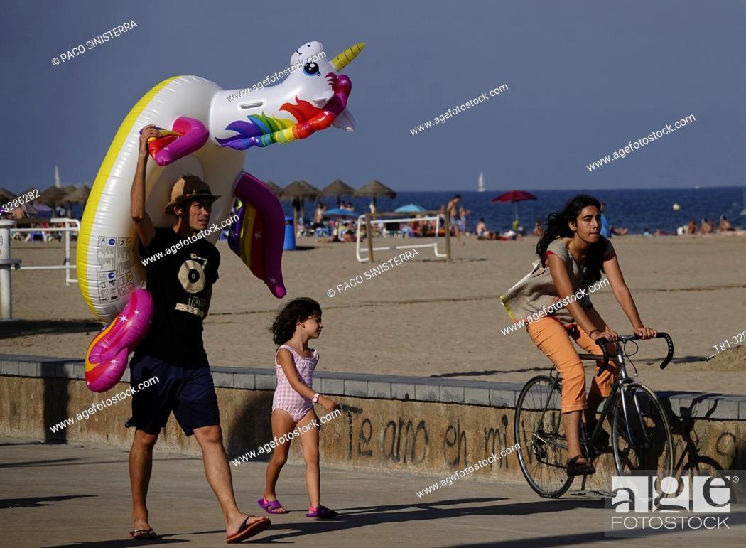 Imagen: Beach scene. Valencia, Spain.