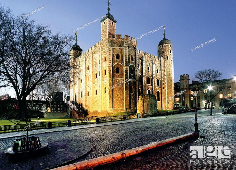 Imagen: tower of london night london england uk.