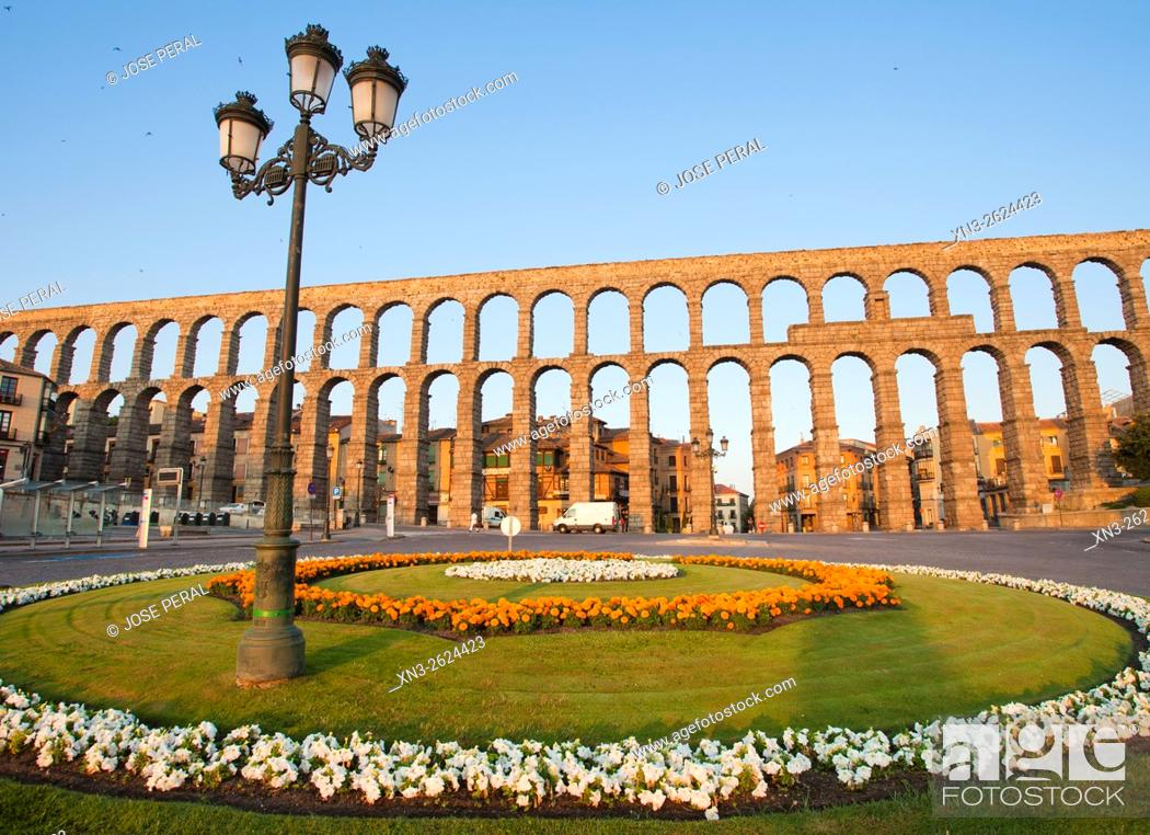 Imagen: Roman Aqueduct, Artilleria Square, Segovia, Castilla León, Castile and León, Spain, Europe.