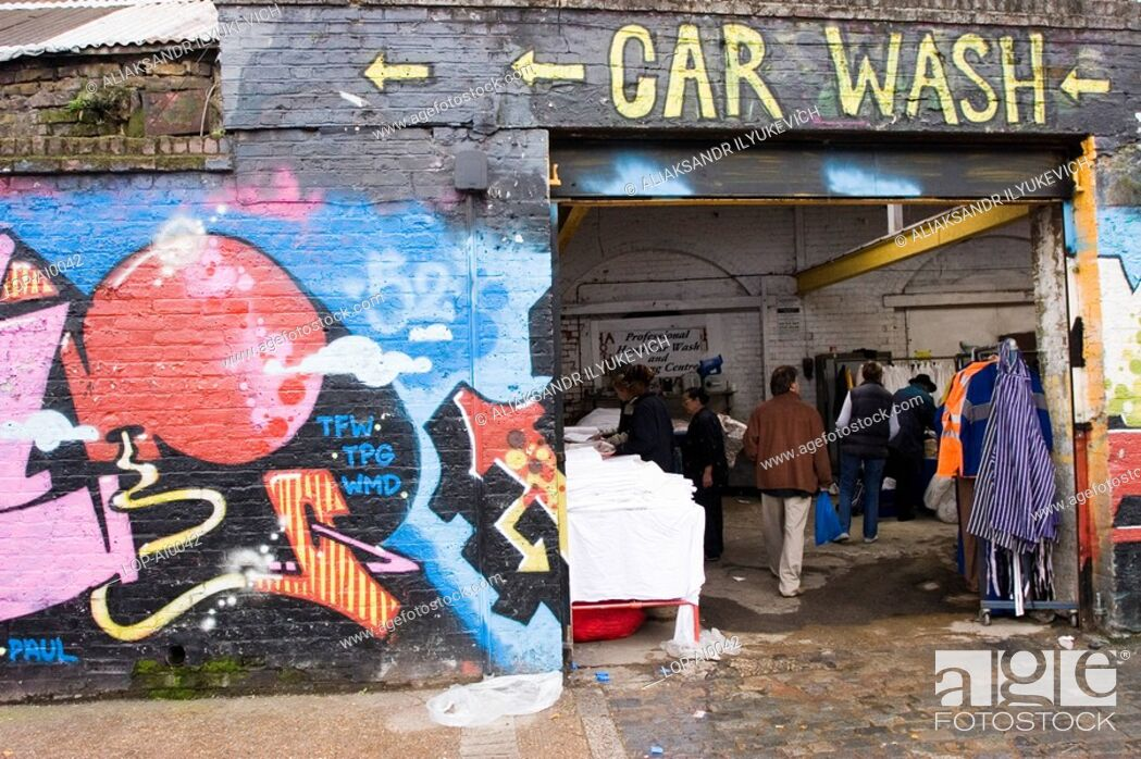 Imagen: England, London, London, East End Market with graffiti. The word 'graffiti' is the plural of 'graffito' and originates from the Italian word 'graffiato' which.