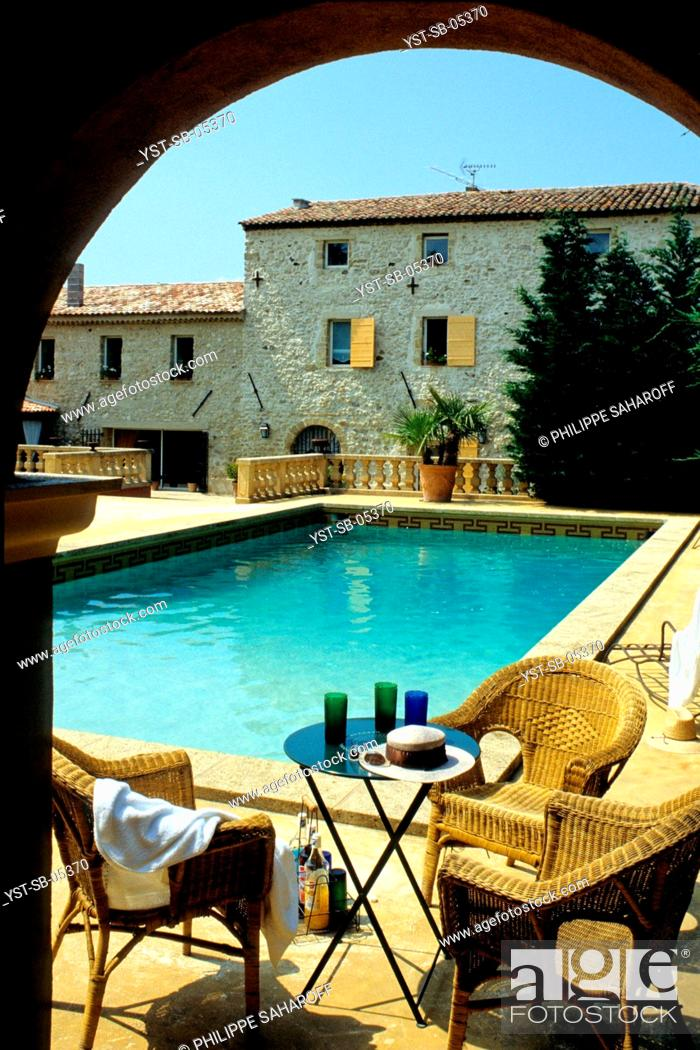 Stock Photo: Old sheepfold transformed into a house, Arnajons, Provence, France.