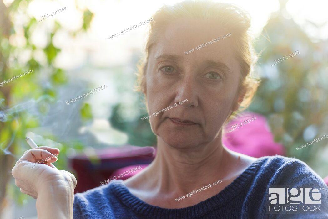 Imagen: Woman smoking quietly in the garden, Javea, Alicante, Valencia, Spain.