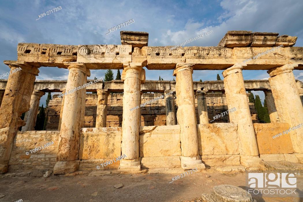 Imagen: The latrines. Hierapolis. Ancient Greece. Asia Minor. Turkey.