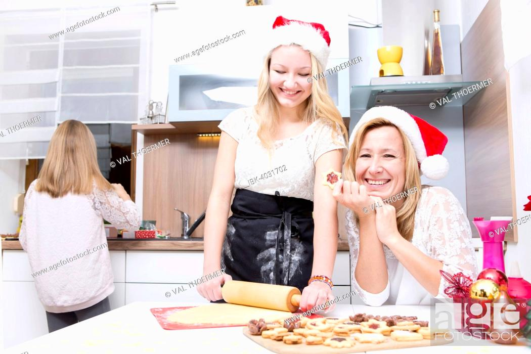 Stock Photo: Mother and daughters int the kitchen, baking xmas cookies.