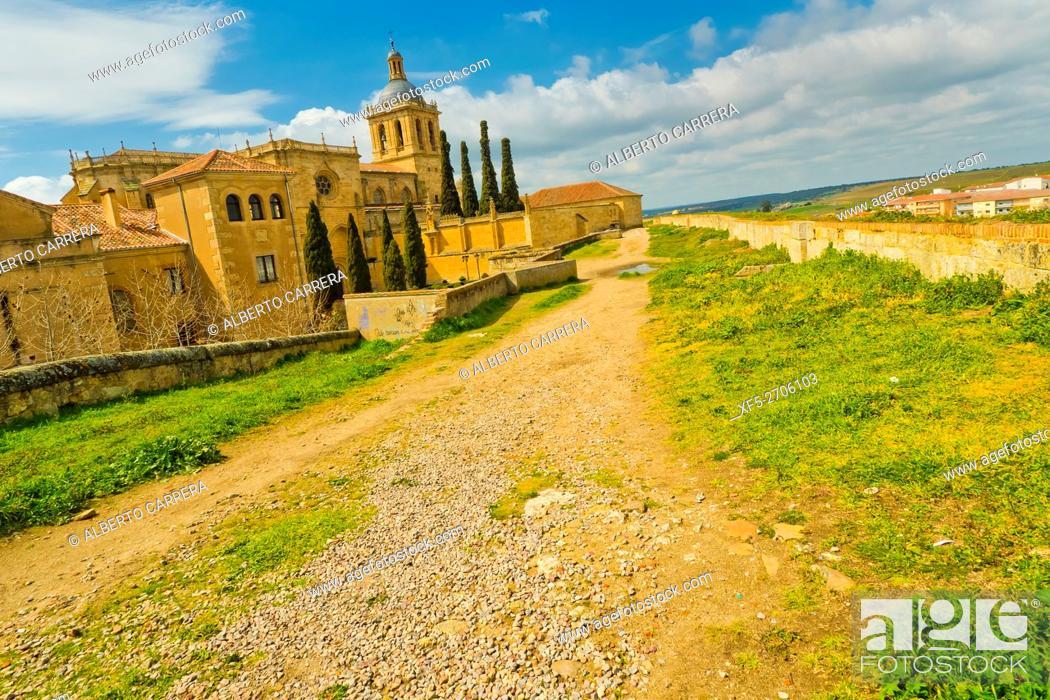 Imagen: City Walls, Cathedral of Santa María, Ciudad Rodrigo Cathedral, 12th-14th century, Romanesque Style, Ciudad Rodrigo, Medieval Town.