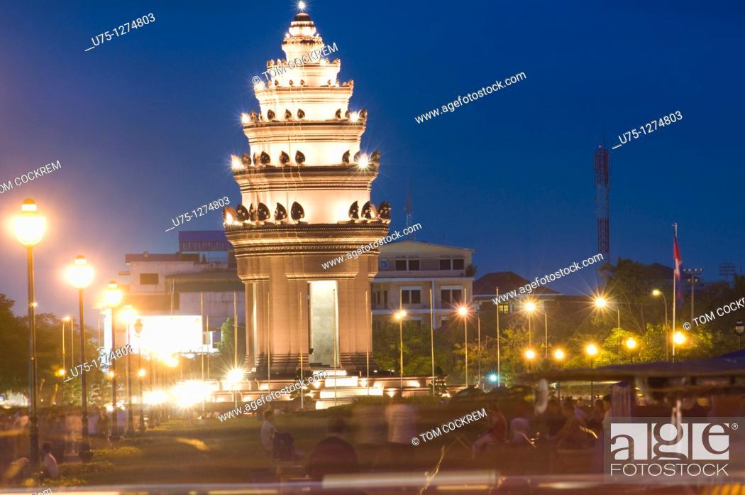 Stock Photo: Independence Monument and Sihanouk Boulevard, Phnom Penh, Cambodia.