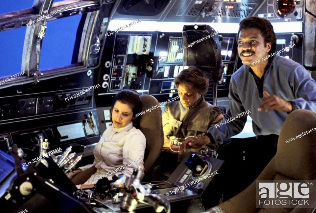 Imagen: Carrie Fisher, Mark Hamill and Billy Dee Williams in the cockpit of the Millennium Falcon between takes in Star Wars Episode V: The Empire Strikes Back (1980).