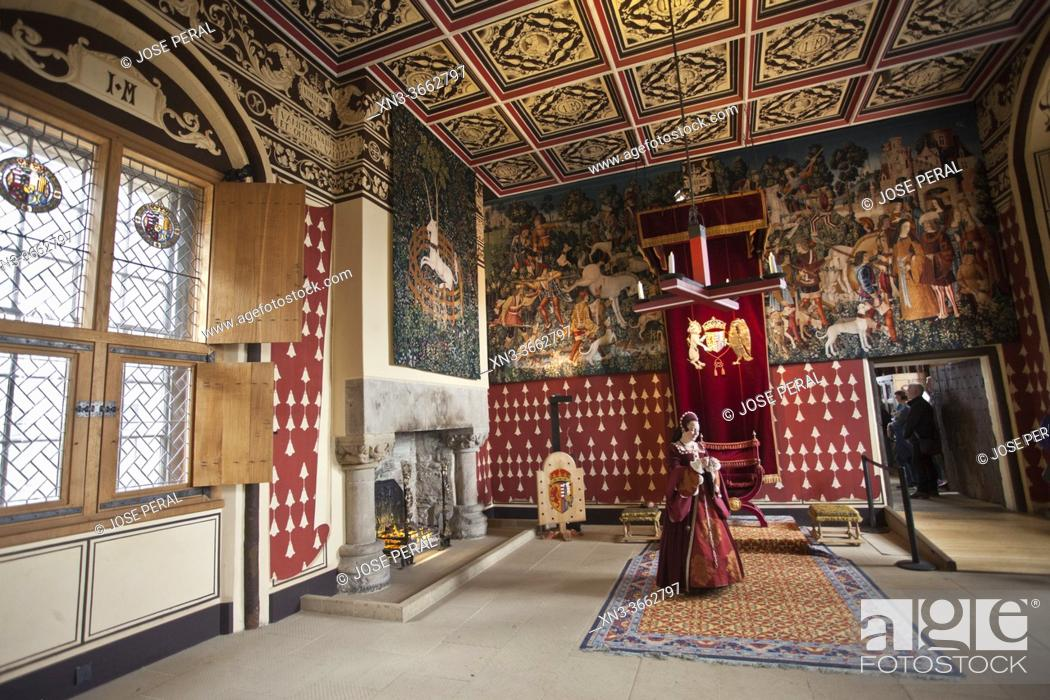 Imagen: The Queen, Representation with period characters, Stirling Castle, Stirling city, Scotland, United Kingdom, Europe.
