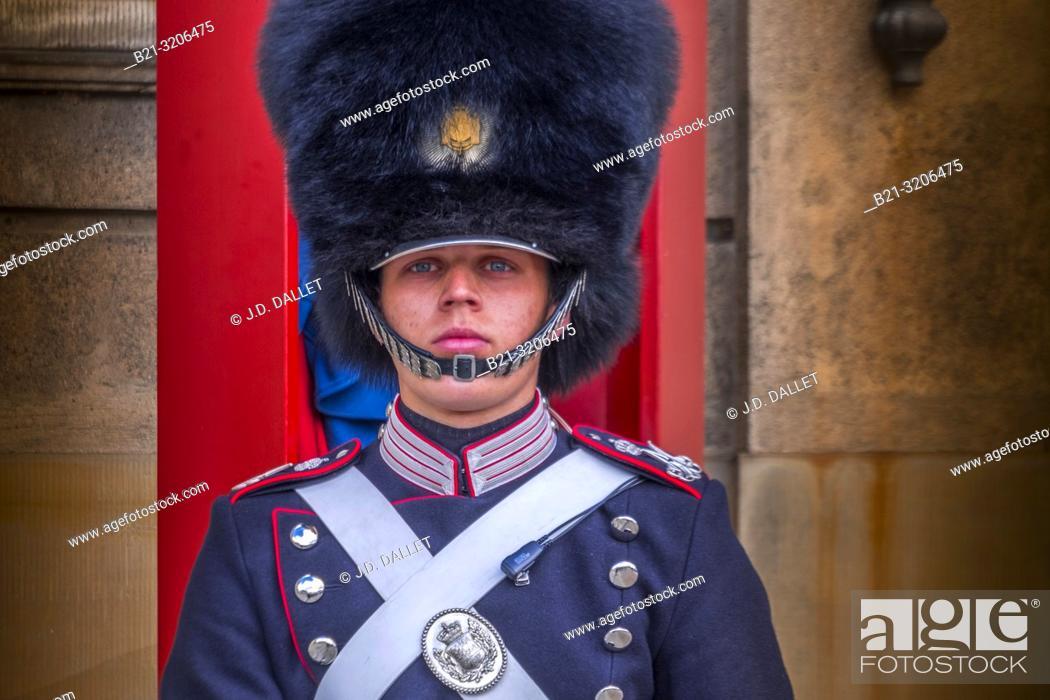 Imagen: Denmark, Copenhagen, Royal Guard at the Amalienborg Palace.