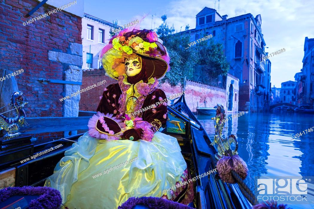 Imagen: A masked woman in a gondola at the carnival in Venice, Italy, Europe.