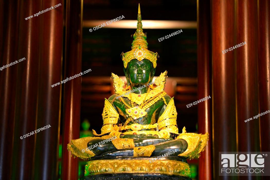 Imagen: Emerald Buddha at Wat Phra Kaew in Chiang Rai, Thailand, Asia.