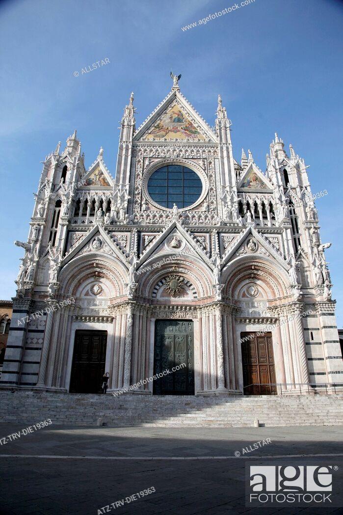 Stock Photo: THE CATHEDRAL OF SIENA MAIN FACADE; SIENA, TUSCANY, ITALY; 10/05/2012.