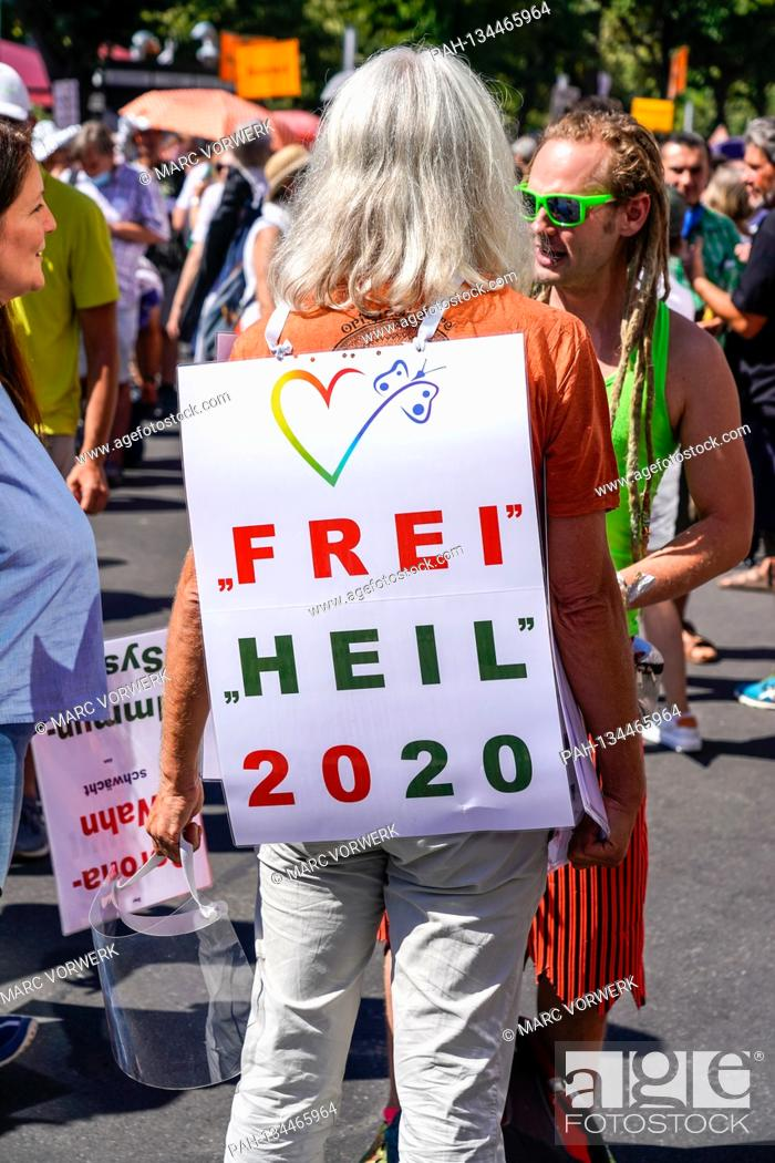 Imagen: 01.08.2020, Berlin, impression of the so-called lockdown-large demo, for which the organizer, the Querdenker movement (lateral thinking 711) from Stuttgart has.