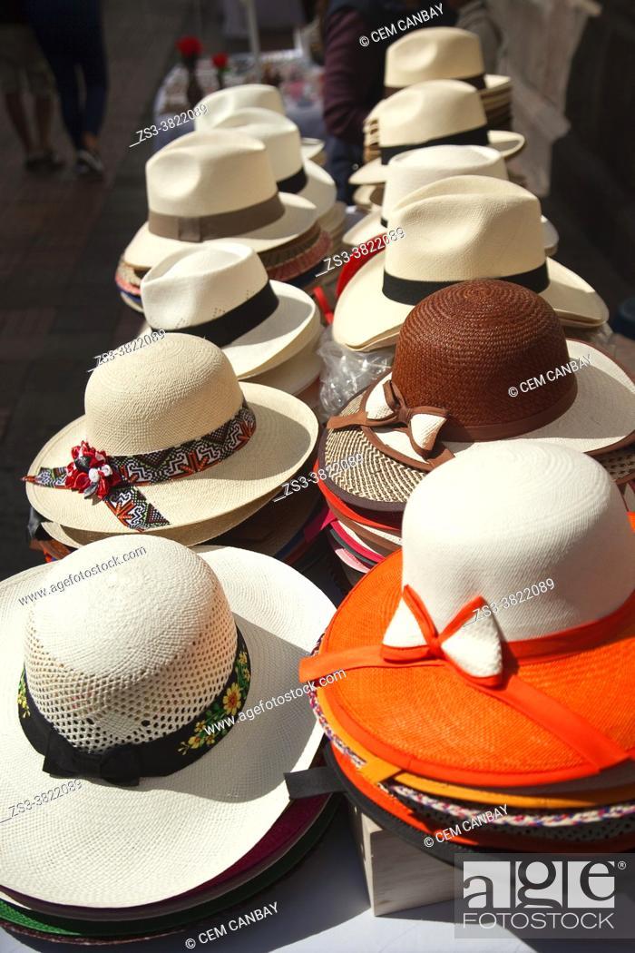 Photo de stock: Colorful hats for sale at the street near Plaza Grande or Plaza De La Independencia in the historic center, Quito, Ecuador, South America.